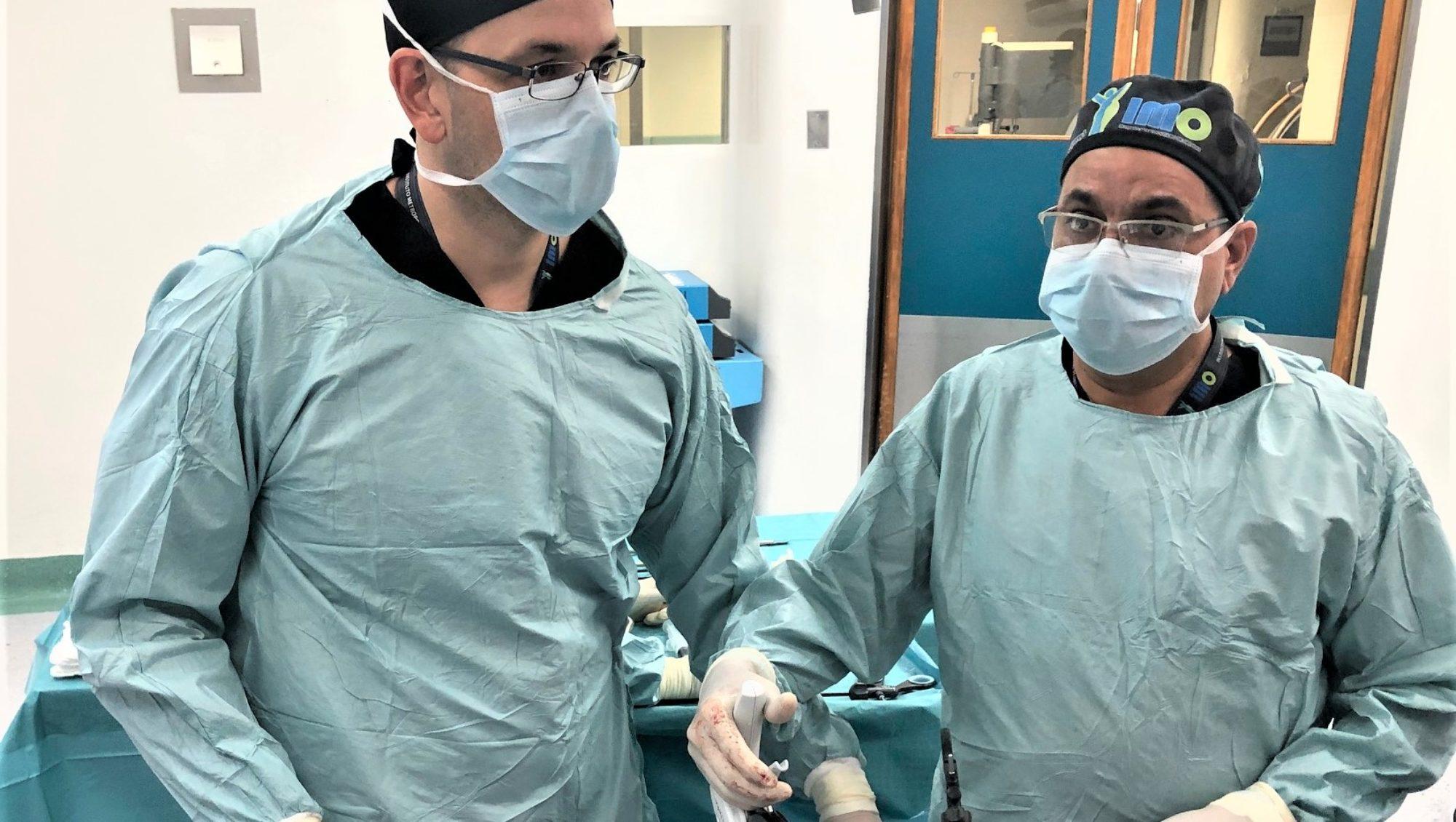 Categoría endocrinología - FOTO DE LOS DOCTORES OPERANDO